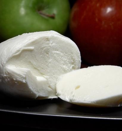 Mozzarella_cheese