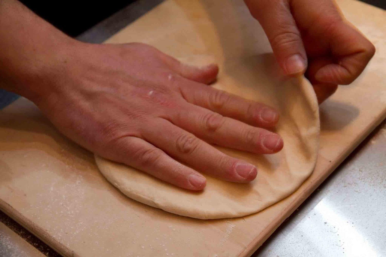 Gino Sorbillo stende la pizza