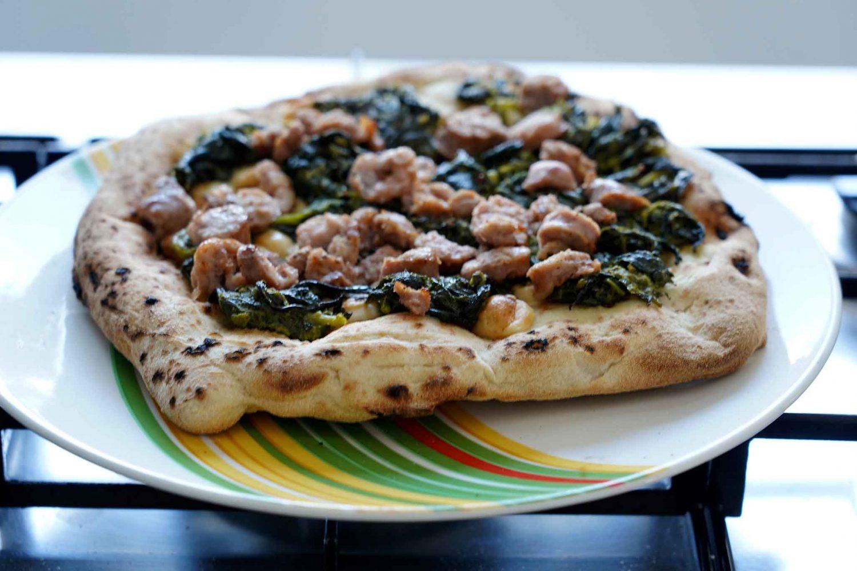 pizza salsiccia friarielli forno casa piatto per Primo Taglio
